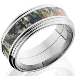 Style 103627: Titanium 9mm Falt Band with 4mm of MossyOak Camo and Rounded Edges