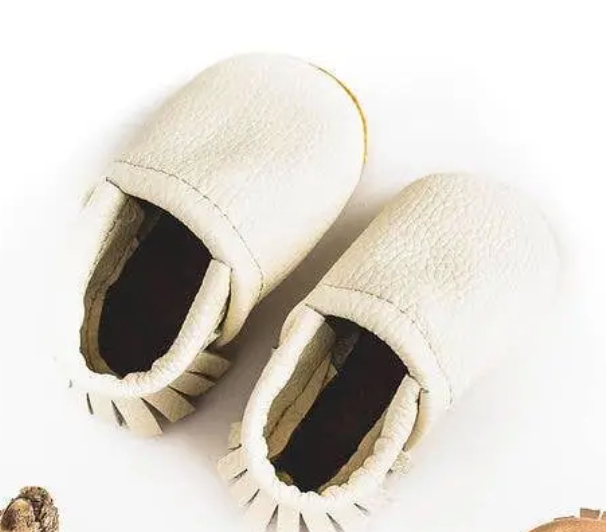Moccs Shoe - Milk