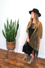 Load image into Gallery viewer, metallic kimono with fringe detail