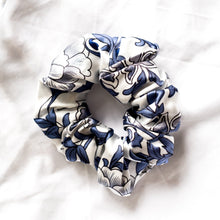 Load image into Gallery viewer, 100% Pure Mulberry Silk Hair Scrunchie - Chinoiserie