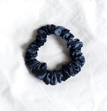 Load image into Gallery viewer, 100% Pure Mulberry Silk Hair Scrunchies - Medium