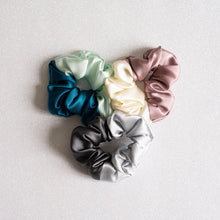 Load image into Gallery viewer, 100% Pure Mulberry Two-Toned CNY Special Silk Hair Scrunchie