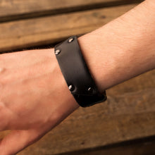Load image into Gallery viewer, Leather bracelet Cheops | Black color