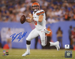 "Baker Mayfield Cleveland Browns Signed Autographed 8"" x 10"" Scrambling Photo Global COA"