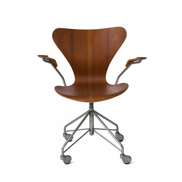 Arne Jacobsen - Armchair - MAN of the WORLD Online Destination for Men's Lifestyle - 2