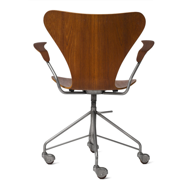 Arne Jacobsen - Armchair - MAN of the WORLD Online Destination for Men's Lifestyle - 3