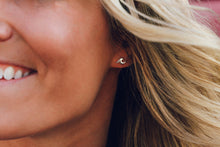 Load image into Gallery viewer, Wave Stud Earring Pura Vida