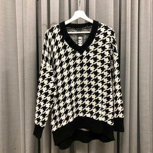 LANGER STRICK SWEATER V-NECK HAHNENTRITT MUSTER BLACK / WHITE
