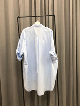 Laden Sie das Bild in den Galerie-Viewer, OVERSIZED LONGFIT BLUSE BLAU