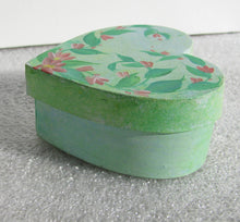 Load image into Gallery viewer, Heart shaped trinket box - Hand Painted