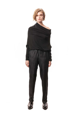 Black pleated Peg Leg Pants, the Minori Pants are a stylish, easy to wear addition to your wardrobe.