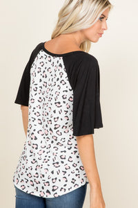 PLUS SIZE ANIMAL WITH CONTRAST SOLID SLEEVE TOP