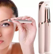 Load image into Gallery viewer, FLAWLESS Eye Brow Precision Trimmer For Flawless Jobs (Original : FLWE)