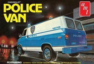 AMT 1123 1/25 Chevy Police Van (NYPD) Plastic Model Kit