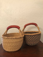 Load image into Gallery viewer, round woven baskets