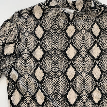 Load image into Gallery viewer, Snake print turtle neck M