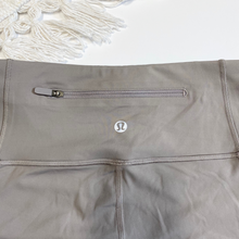 Load image into Gallery viewer, Lulu Lemon Athletic Pants Size 5/6 (28)