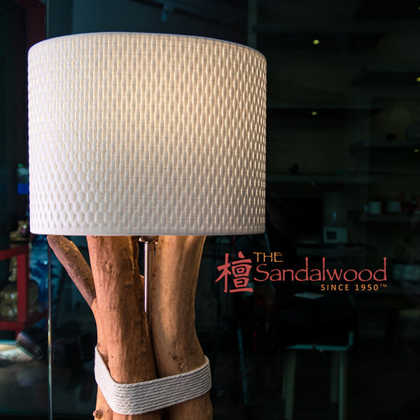 檀香木桌灯<br>Sandalwood Table Lamp