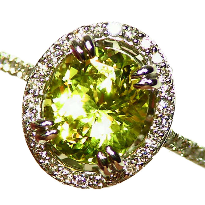 Stunning, all natural, Chrysoberyl and Diamond ring