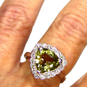 Fantastic Zultanite and diamond gold ring