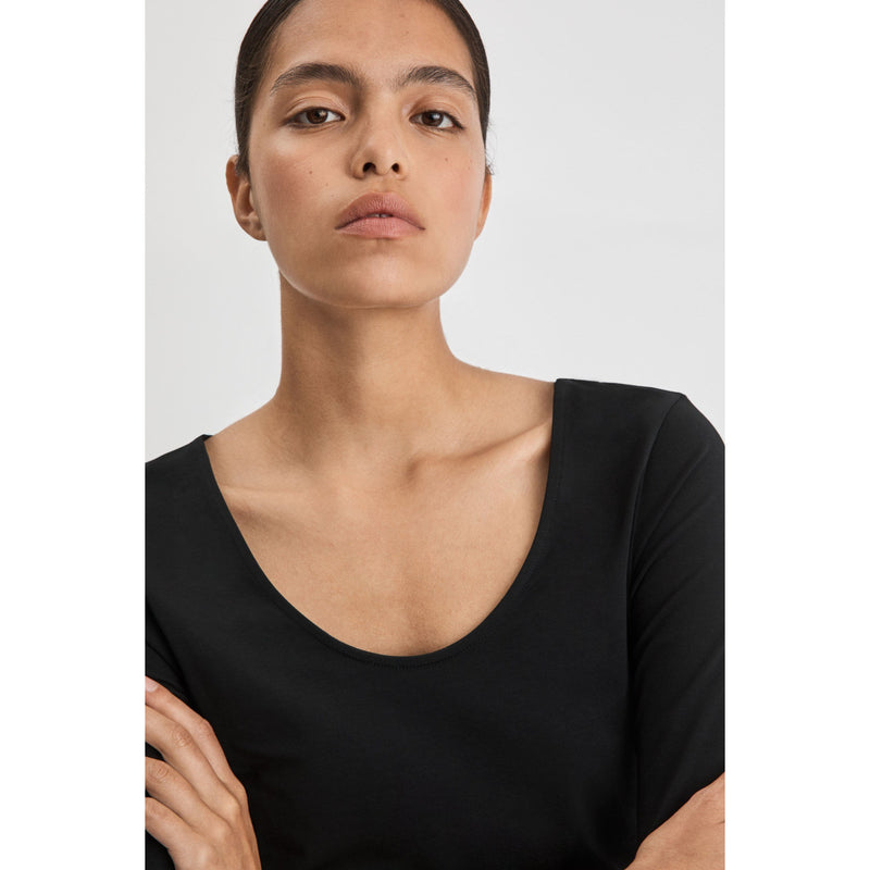 Filippa K - T-shirt - Cotton Stretch Scoop Neck Top - Thernlunds