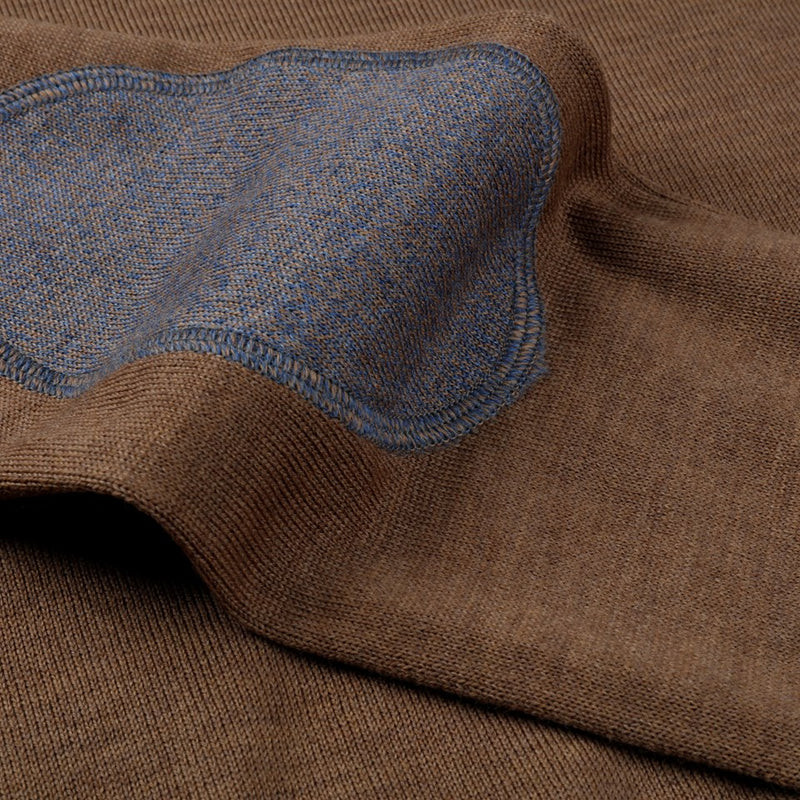 Stenströms - Tröja - V-neck w. patch, Merino wool (254 Light Brown) - Thernlunds