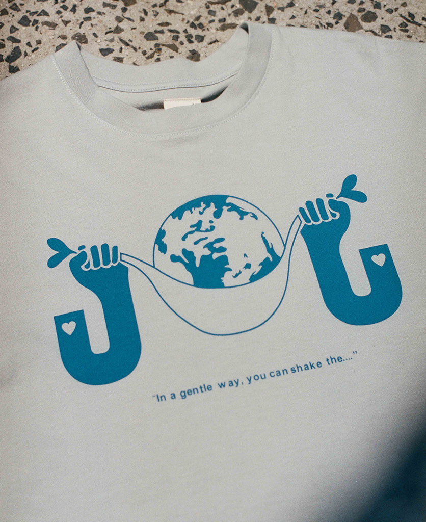 SHAKE THE WORLD TEE