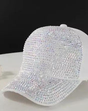Laden Sie das Bild in den Galerie-Viewer, The White Unicorn JetCap - Crystal JetMask