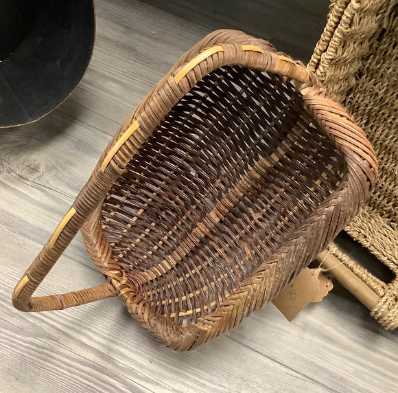 Woven basket, with handle