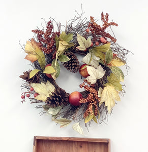 Wreath. Small fall apple