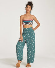 Load image into Gallery viewer, CUT THROUGH WOMENS CROPPED PANT