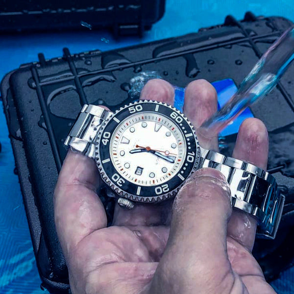 How to maintain a dive watch?