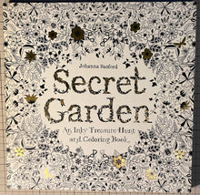 Charger l'image dans la galerie, Secret Garden: An Inky Treasure Hunt and Coloring Book : Johanna Basford