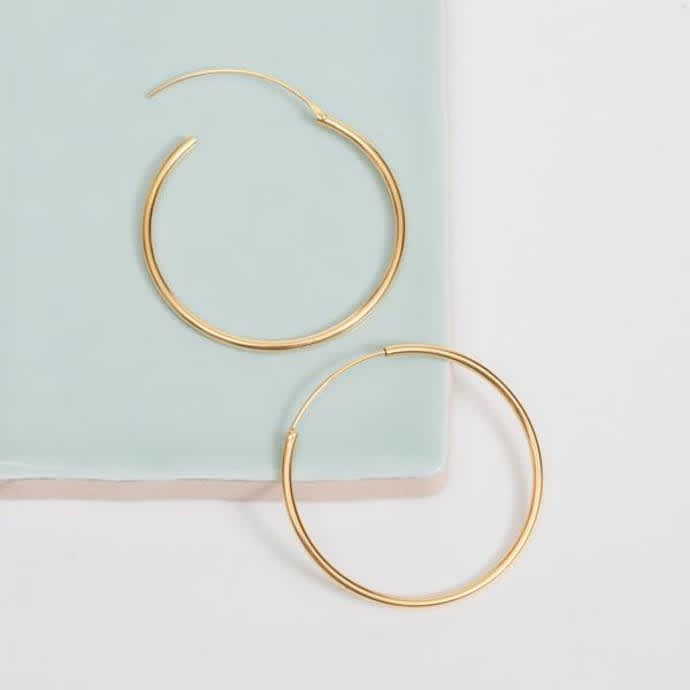 pernille corydon - gold midi plain hoop earrings