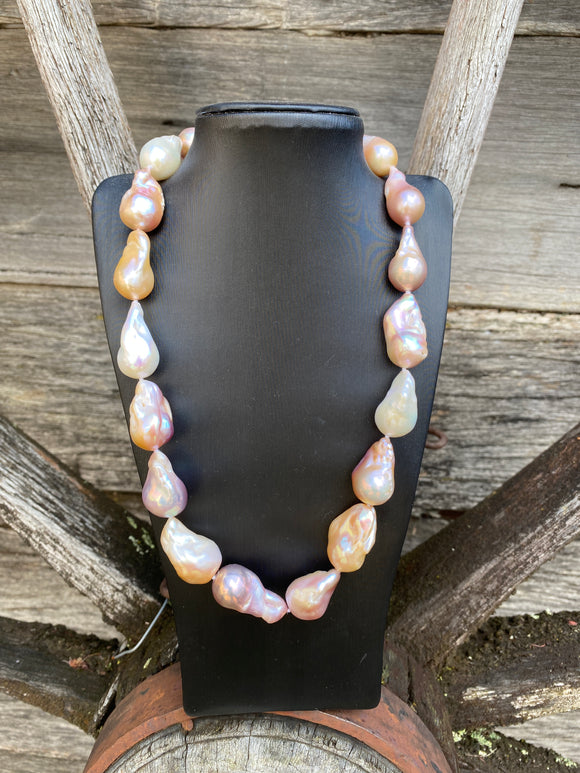 Baroque pearl necklace pink