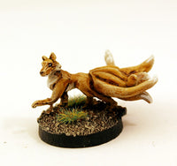 SGF154 Wild Kitsune I with separate tail (paw raised)
