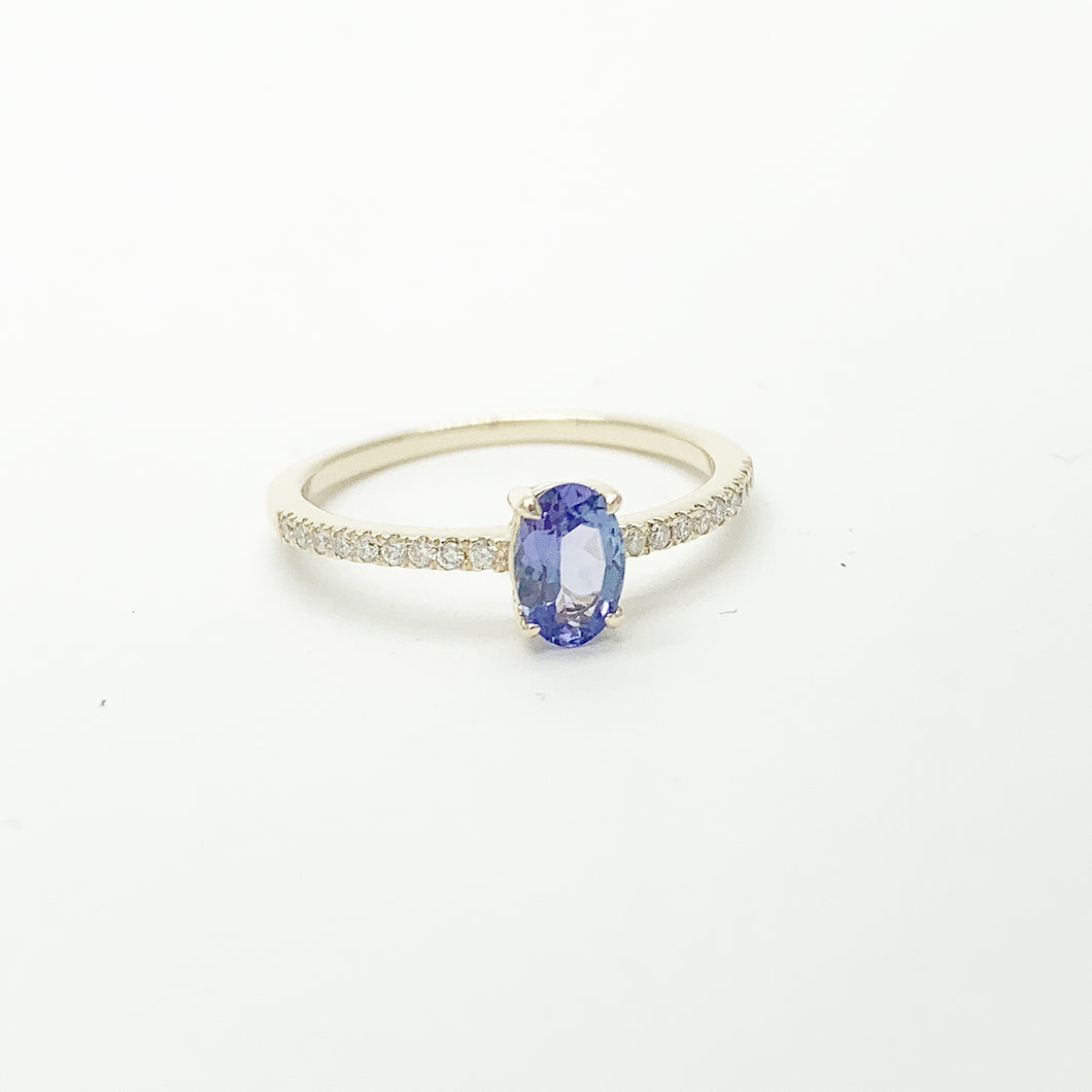 Yellow Gold Tanzanite & Diamond Ring