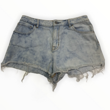 Load image into Gallery viewer, Pacsun Shorts - Size 5/6