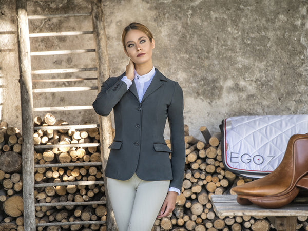 he EGO7 Hunter jacket is simplicity and sophistication. The traditional equestrian style that never fades, a combination of innovative refinement with smart features. It is exceptionally comfortable, with a slightly longer line and flattering cut.