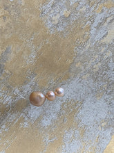 Load image into Gallery viewer, Floating Triple Pearl Necklace