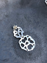 Load image into Gallery viewer, Sterling Silver Filigree Dangly Earrings