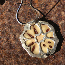 Load image into Gallery viewer, Thika  pendant/brooch