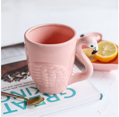 tasse en relief flamant rose