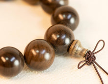 Load image into Gallery viewer, Green Sandalwood Wrist Mala