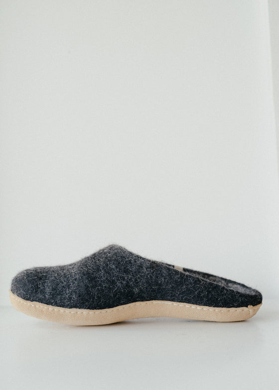 Egos Slippers in Black