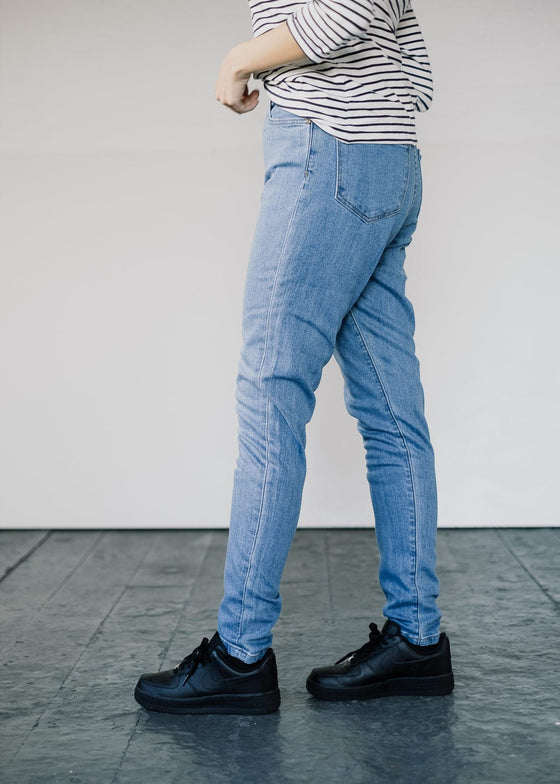 Carrie High-waisted Super Skinny Jeans in Mid Wash
