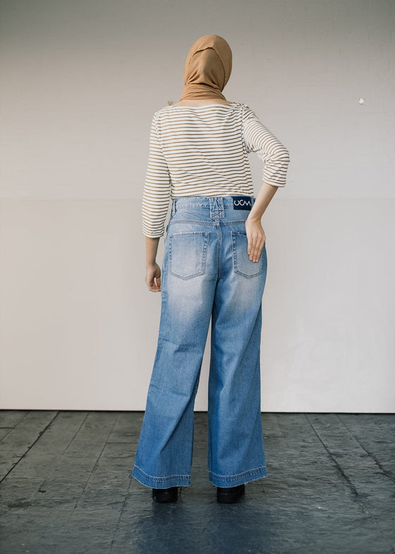 Skater Fit Jeans in Light Denim
