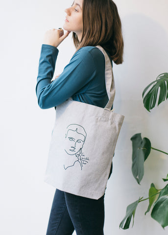 With Her Tote Bag in Grey 855b2792fd633