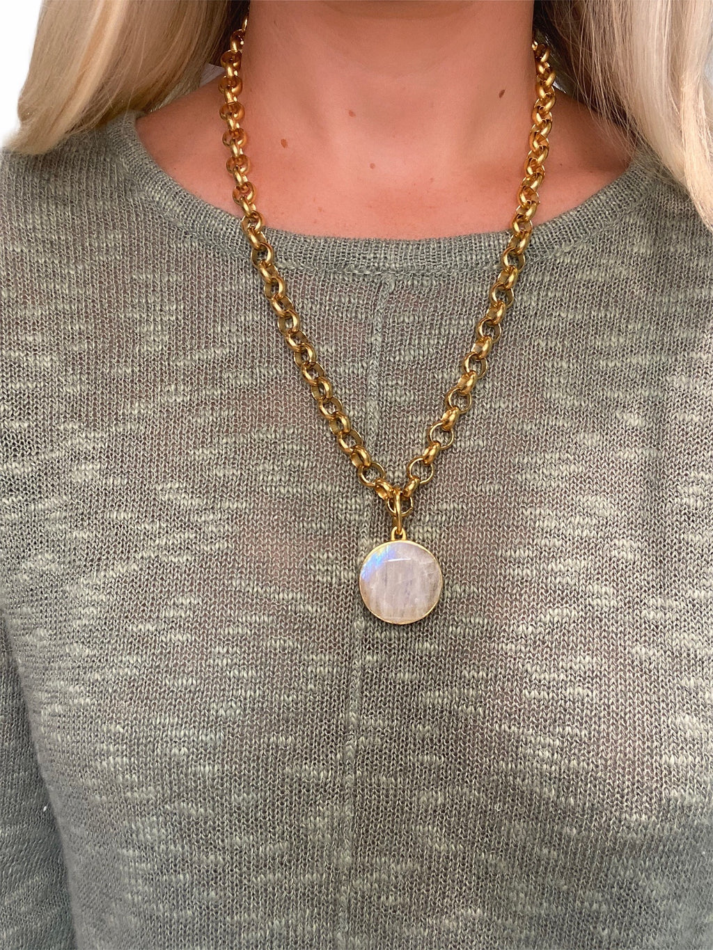 Moonstone Pendant Chain Necklace in Gold