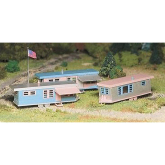 Bachmann Plasticville Trailer Park with 3 Trailers